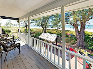 Professionally Decorated 3BR w/ Patio, Kayaks & Private Path to Beach