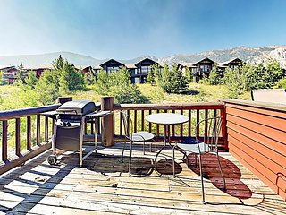 Cozy 2BR w/ 2 Private Decks, Stunning Mountain Views