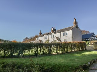 BELLSTANE SAW MILL COTTAGE (EAST), woodburners, pet-friendly, Thornhill