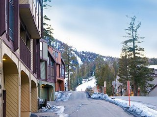 2BR Condo w/ Pool, Hot Tub, Private Balcony & Garage - Walk to Canyon Lodge