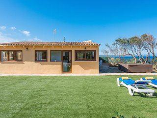 Sea Whisper - amazing chalet with jacuzzi in Colonia de Sant Pere for 4 guests