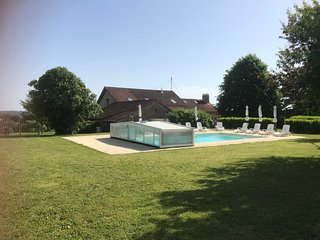 4 Bed converted barn - heated pool and hot tub in the heart of the Perigord