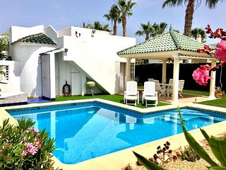 Casa Denzil. Detached villa with WIFI, airco, lovely garden and private pool.