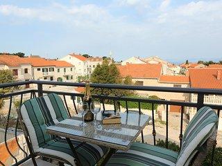 2 bedroom Apartment in Supetar, Splitsko-Dalmatinska Županija, Croatia : ref 554