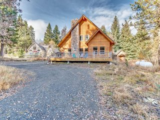 NEW LISTING! Quiet cabin w/fireplace & deck -near Payette Lake, near downtown