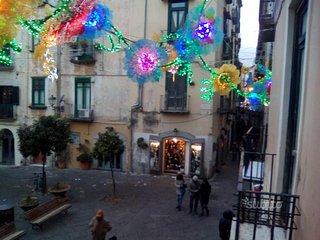 Centro Salerno vicino alla Stazione ed al mare immerso nelle Luminarie