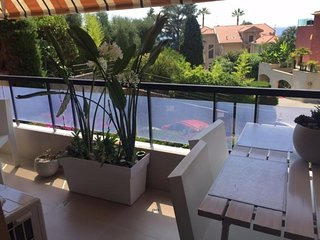 Petit 2Pavec terrasse et parking prive