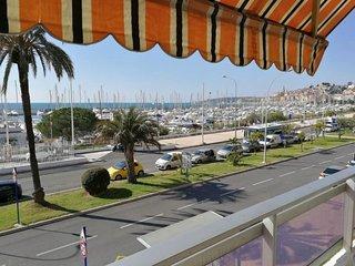 Studio climatisé face mer avec terrasse et parking