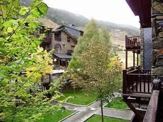 Apartahotel cocina equipada, salón con Terraza y vistas al Valle d'Inclés