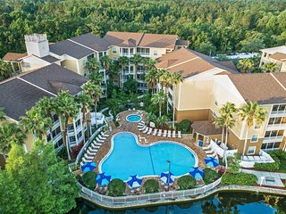Near Disney 2 BR Condo w/ Mini Kitchen, Sleeper Sofa & Resort Pools