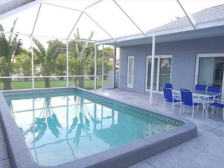 Bella Vista Pool Home Pool Sleeps 12 on St. Pete. Beach