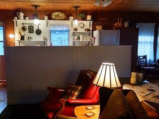 DOC'S INN: 30 min. from Houghton! Cable-wifi-across from Lake Superior!