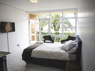 Port Elizabeth Holiday Apartment 25007