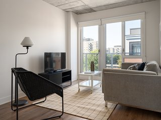 Sonder | Place des Arts | Beautiful 1BR + Balcony