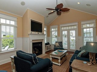 Modern 4br/3ba townhouse steps from the beach!
