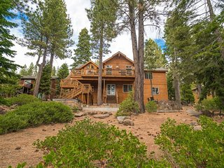 Pet-Friendly Home in Tahoe City with Hot Tub - Big Buck Lodge