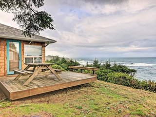 Watch the Whales from this Oceanfront Cottage South of Depoe Bay's Harbor!