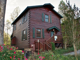Heaven on Earth - 4BR/4BA Sleep 18 4 mi to downtown Gatlinburg (HE)