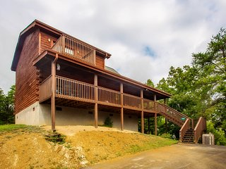 Deer Ridge Retreat - 3BR/3BA Sleeps 8 Resort Pool!