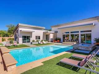 Luxe 4BR/3BA Getaway - Outdoor Oasis w/ Pool & Hot Tub, Incredible Views