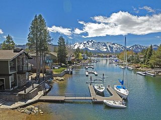 Waterfront 5BR, Private Dock, Hot Tub & Sauna, Ideal Monthly Summer/Ski Lease