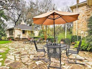 1BR, 1BA Austin Casita with Garden Setting – Walk to Restaurants, Cafes