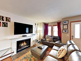 Old Town Roomy 3BR w/ Fireplace, Parking - Walk to PCR Base & Main Street
