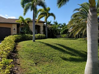 Villa Maricela - beautiful 3 bedrooms villa w. south faced heated pool and spa