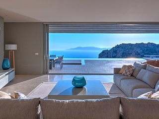 Villa Mylo, 2 Bedrooms Option with Amazing Ocean View