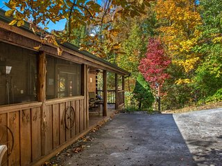 Classic, quiet cabin w/ private hot tub, deck, fireplace & screened porch!