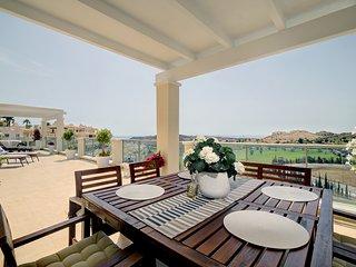 Atico lujo con 90m2 de terraza, encantador.(Mijas Costa) golf, mar y montaña