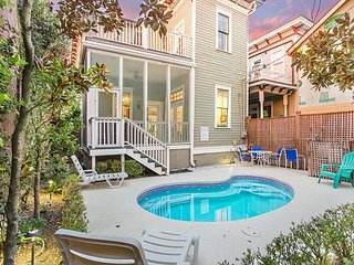 Stay Local in Savannah: 1890 Victorian Downtown Home with Heated Pool!!