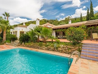Stunning 5 Bedroom Spanish Style 4.000 sq ft Villa w Private Pool & Pool House