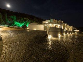 Elitas Villa Sleeps 6 with Pool Air Con and WiFi - 5711681