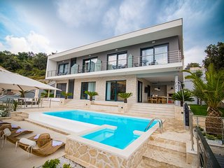 Villa Dubrovnik Romance – Luxurious pool villa near the sea, Dubrovnik area