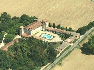 Le chateau d'Issus dans le Sud-Ouest de la France, pres de Toulouse