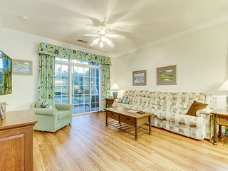 Nicely decorated, well maintained, 1st floor golf villa, 2.8 miles from beach