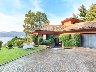 Peaceful villa by the shores of Lake Maggiore!