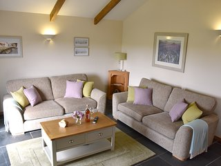 Newly Refurbished. Large Open Plan, Lounge, Kitchen & Dining area in Ash Cottage