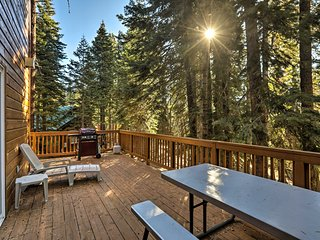Rustic Tahoe Home w/Hot Tub Near Squaw Valley