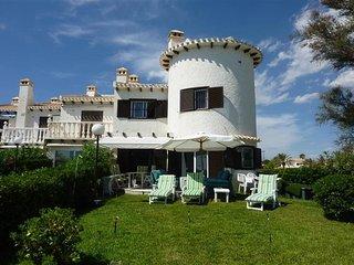 Front Line Beach Villa Ancla, Cabo Roig