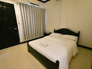 Low Floor Queen in Central El Nido!