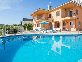 Carvajal - nice villa for 13 people with swimming-pool