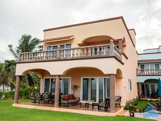 Las Casitas-Playa Fabulous Ocean Front Three Bedroom in Heart of Puerto Morelos
