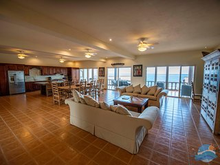 Las Casitas-Penthouse- Fab Ocean Front Four Bedroom in Heart of Puerto Morelos