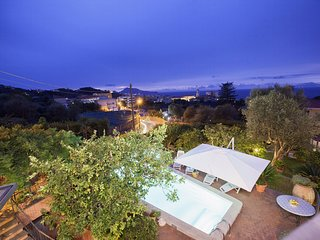 Beautiful Historic Villa Lucia with Private Pool, Sea View and Garden, Sorrento