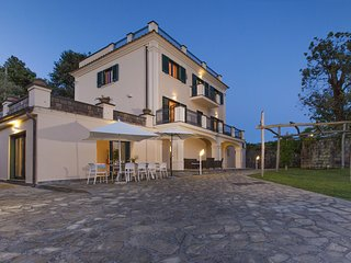 Villa Il Noce with Private Pool, SPA, Garden, BBQ and Parking