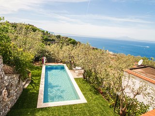 Casa Tatano, 4 bedrooms, 3 bathrooms  with Private Pool, Sea View, Parking, Sout