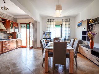 Apartment Orazio with Private Terrace, Air Conditioning, WI-FI, Town Center