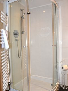 Shower room in Oak Cottage.